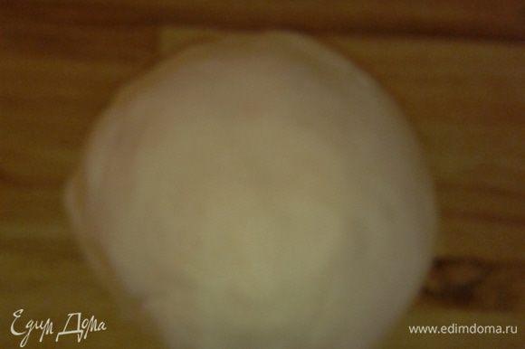 Замесить тесто ( чтоб липло к рукам, но не сильно тугое). И убрать в холодильник на час.