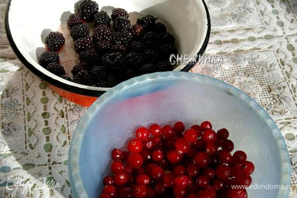 В это время размораживаем ягоды.