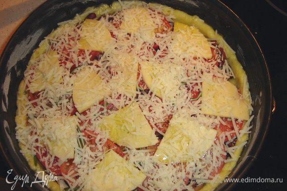 Теперь очередь сыров: мягкий кусочками и твердый потереть. Несколько капель оливкового масла... и запекать...