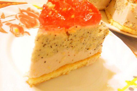 Потом перевернуть форму на блюдо и освободить торт.... Приятного аппетита.....