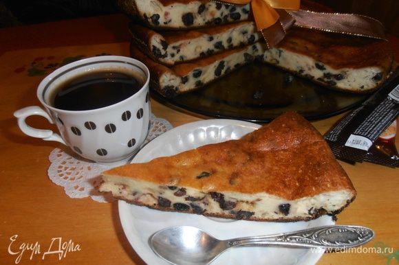 Пирог вкусен даже просто с молоком на полдник!