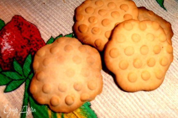 Поедается хрустящее печенье хоть с чем, даже просто так!