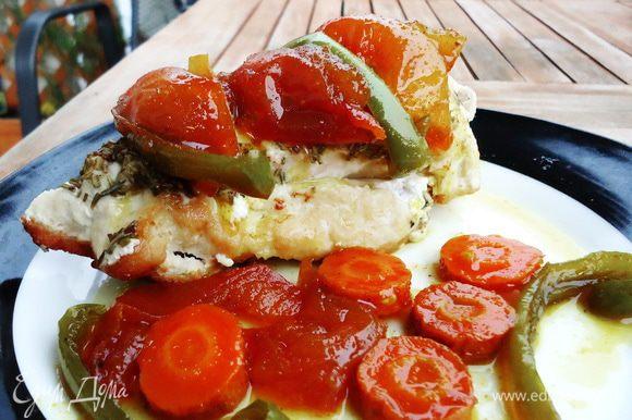 Выкладываем курочку на тарелку, украшаем овощными цукатами, можно еще полить сливочным соусом. В качестве гарнира хорошо подойдет рис. Надеюсь, вам понравится мой эксперимент )) Приятного аппетита!!!