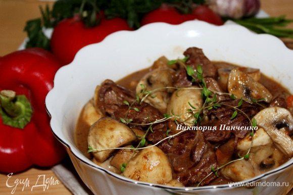 Мясо подавать с запеченными на гриле овощами либо с отварным картофелем... А лучше - и с тем, и с другим))))))))))))))))