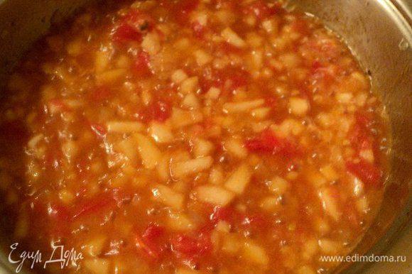 Добавить соевый соус, сок из ½ апельсина, перец, добавить соль по вкусу и томить на небольшом огне до выпаривания жидкости. Готовый конфитюр измельчить в пюре блендером и охладить.