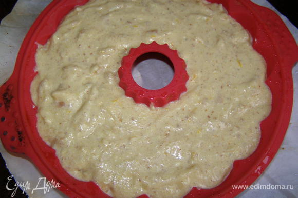 Тесто выложить в форму, смазанную маслом. Выпекать в разогретой духовке 45-50 минут при темп. 180 градусов. Дать остыть и вынуть из формы. Приятного аппетита!!!