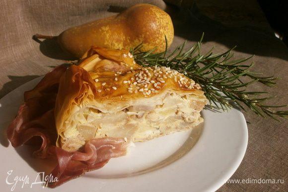 Желательно дать немного остыть пирогу. Наиболее вкусный чуть тёплый. приятного аппетита!!!
