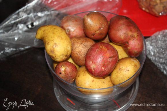 Картофель тщательно помыть и просушить. Желательно конечно его запекать в кожуре.