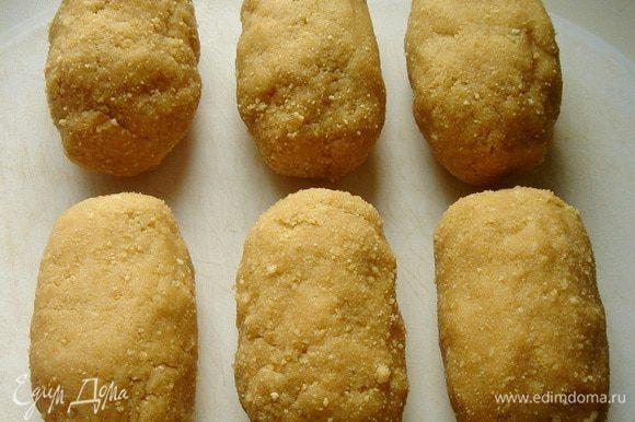Из образовавшейся массы сформовать пирожное в виде картошки.