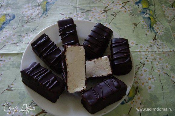 Остатками шоколада нанесла полосочки. Вкусные получились конфетки. Приятного!!!!