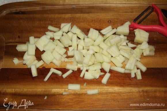 Нарезать такими же небольшими брусочками,как и мясо.