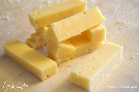 сыр надо нарезать на 8 равных брусочков