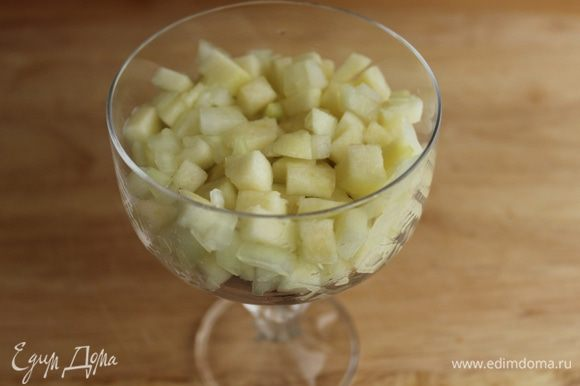 На сельдь слой яблок с луком...