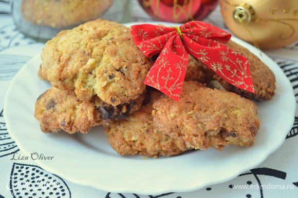 получается 3 противня печенья, но я на этом не остановилась и испекла еще с шоколадом и орехами) фото прилагаю!