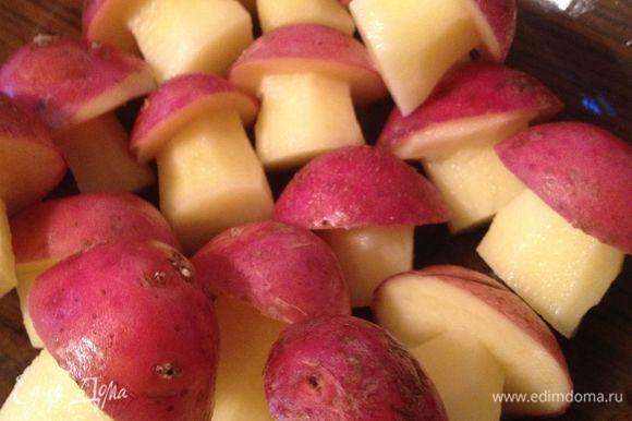 Картофель порезать в виде грибочков