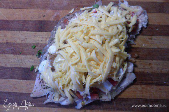Распределить натертый сыр.