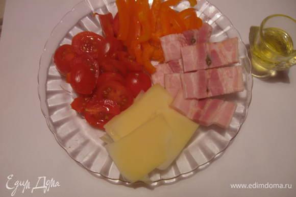 Приготовить все необходимое для фаршировки- перец сладкий, помидоры, бекон, сыр.