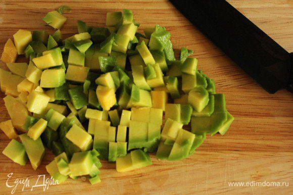 Так же порубить авокадо...