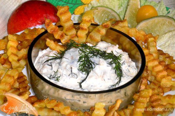 Из такой крупной картофелины получается порция картошки фри (она сильно ужаривается!). Подаём к селёдочке и садимся ужинать)))