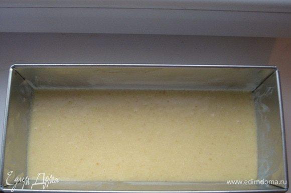 Вылейте тесто в форму слегка смазанную маслом. Выпекать 40-45 минут при температуре 180 градусов. Готовность проверить зубочисткой.Важно проверить кекс в конце, т.к. каждая печь отличается.