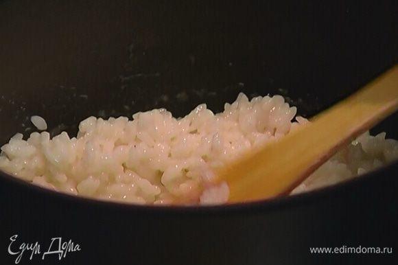 Когда рис будет готов, добавить мед и ванильный экстракт, перемешать, снять с огня и остудить.