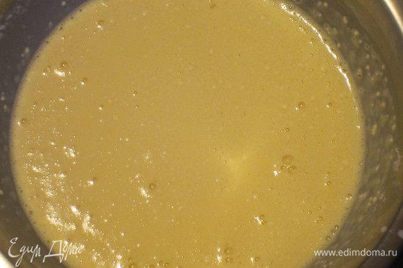 Просеять муку и ввести в тесто.Хорошо перемешать.Накрыть миску плёнкой и отставить на 1 час.