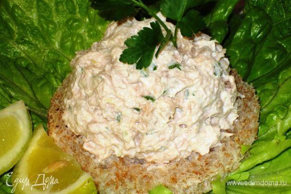 Выложить на хлеб и подавать с зелёным салатом.Можно использовать в качестве начинки для эклеров.