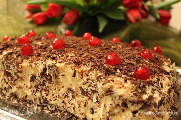 обмазываем наш пирог со всех сторон кремом и обсыпаем тертым шоколадом..даем обязательно настояться ночь. Еще я украсила вишней. Приятного!