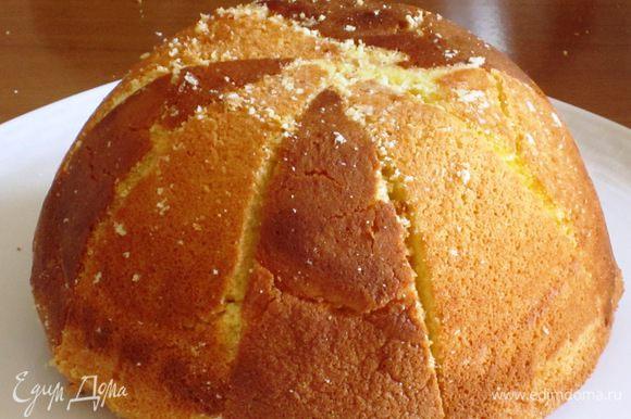 Перевернуть охлажденный торт на блюдо ......