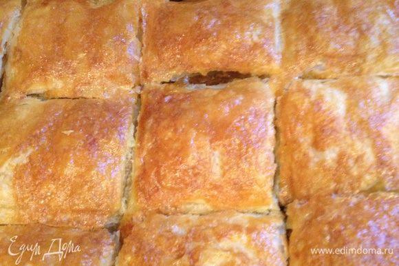 Печем минут 30-35 (готовность можно определить по внешнему виду пирога- он поднимется и зарумянится как на фото). И приятного аппетита!