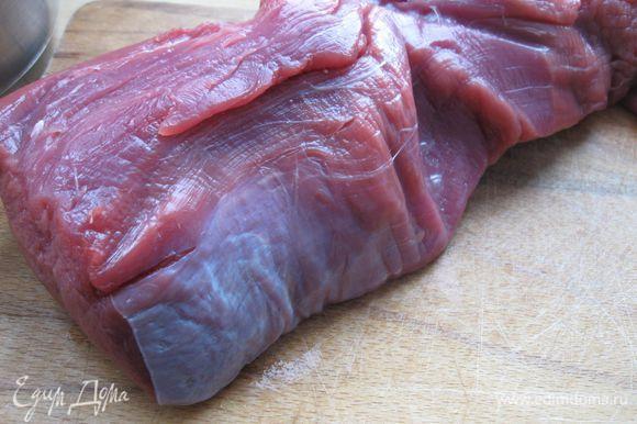 Мясо помыть, вытереть салфеткой.