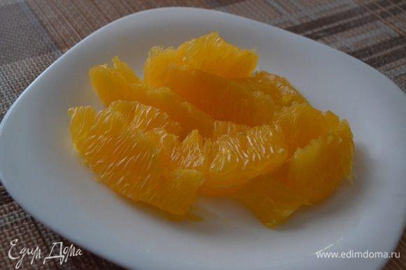 Апельсины я предварительно очистила, вот таким вот образом.