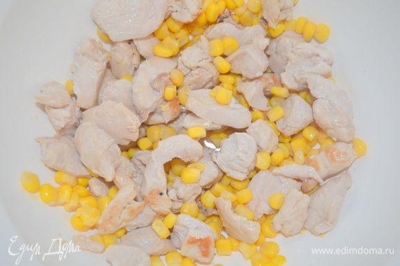 добавить кукурузу (слить с нее воду обязательно)