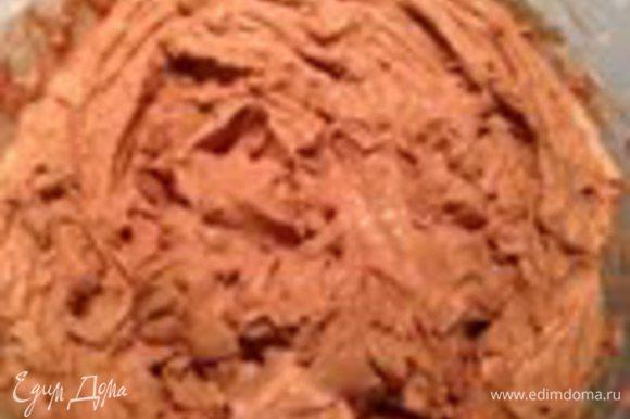 Шоколадно-фундучный крем взбить до очень густой массы.Делается это мнгновенно.Начинить кремом эклеры.