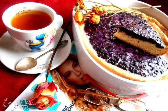 Завариваем ароматный чай и присаживаемся поближе к пирожку!!!