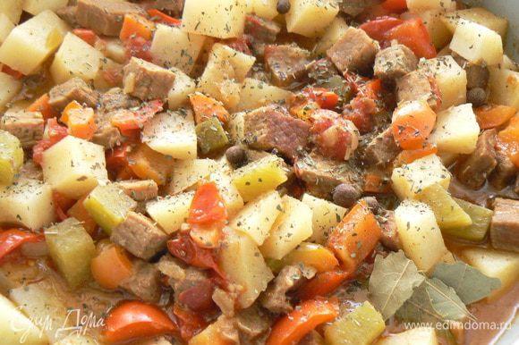 добавить зелень кинзы,лавровый лист,семена тмина,соль если нужно,уксус п ,добавитьеще воды до желаемой густоты. Потушить на огне еще 5 минут .