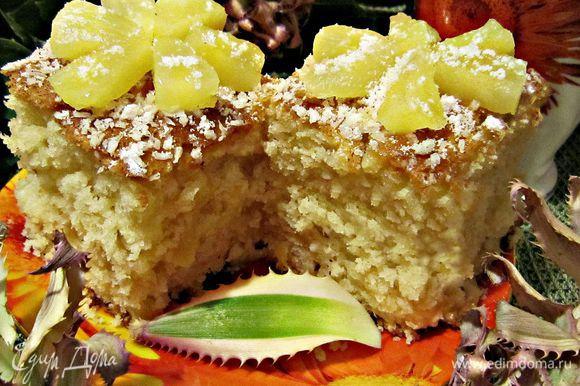 Разрезать пирог на порционные кусочки и подавать к столу! Тропического вам удовольствия!