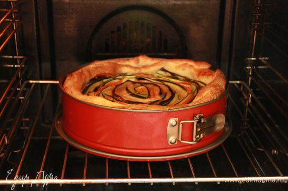 Выпекать примерно 1 час при 180*С (зависит от вашей духовки!). Примерно через 20 минут после начала запекания накрыть пирог сверху фольгой, чтобы не подгорел.