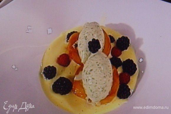 Десерт украсить ягодами и мятой. Приятного аппетита !!