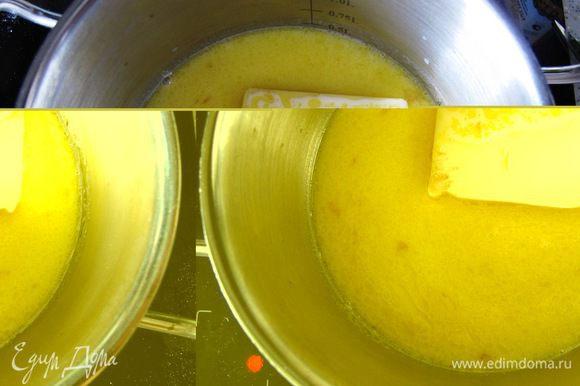 Дабавляем сливочное масло, 15 г сахара, щепотку соли, доводим до кипения.