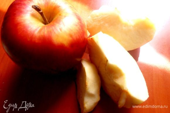 Яблока достаточно половинку...без кожицы!