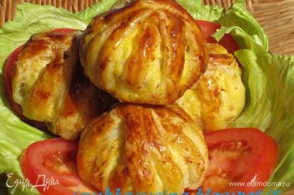 Несколько рецептов с ЕД: Нежные и сочные куриные котлетки с великолепной подачей в слоёном тесте от Леночки (ELEN@LAT) http://www.edimdoma.ru/retsepty/55960-kurinye-kotletki-klubochki
