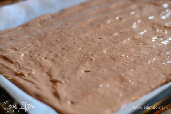 Вылить тесто на пергамент и выпекать в предварительно разогретой духовке при температуре 180 гр. минут 15-20.