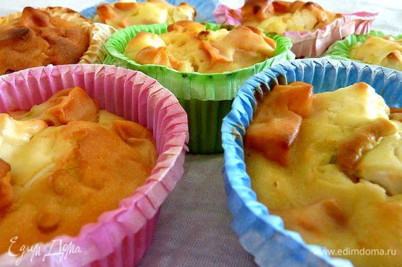 Выпекать в горячей духовке 30-40 минут, до золотистого цвета.
