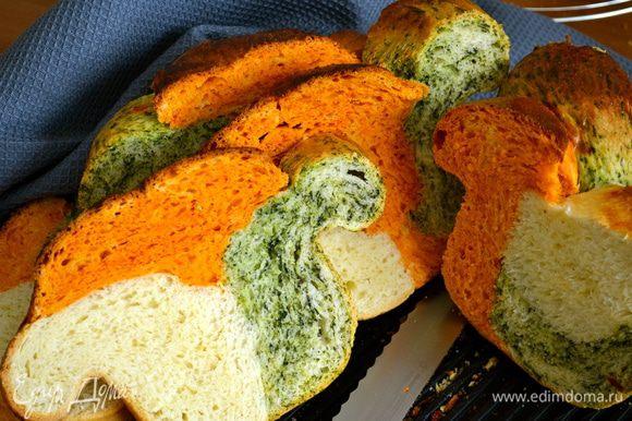 """Ваш трехцветный хлеб готов!!! Могу только добавить, что очень вкусно получается!!!..... Из-за получившейся формы хлеба, старшая дочка назвала его """"обезьянка"""" ))"""
