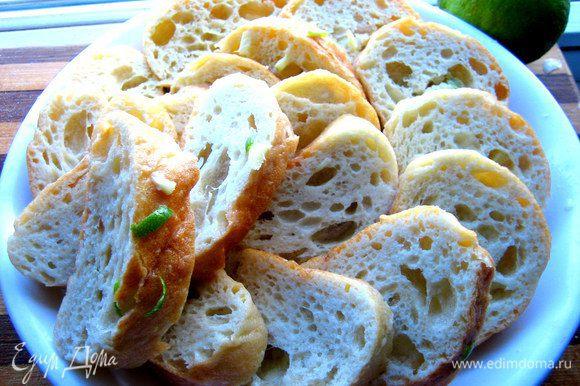 Теперь окунаем ломтики хлеба в горячие или тёплые сливки и складываем на отдельном блюде пока...