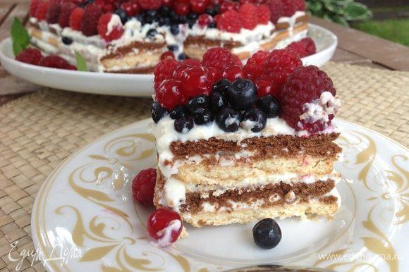Торт наиболее вкусен,когда настоится....на второй день.... Рекомендую!)))