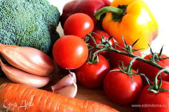 Подготовить овощи - помыть и обсушить...