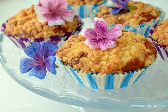 Выпекаем кексы 30 минут при 180 гр. По желанию в тесто кексов можно добавить орехи/изюм или другие сухофрукты, но на мой взгляд они и так идеальны!