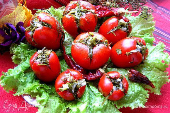 Через сутки настаивания при комнатной температуре можно пробовать малосольные помидорчики и в дальнейшем хранить уже в холодильнике)))
